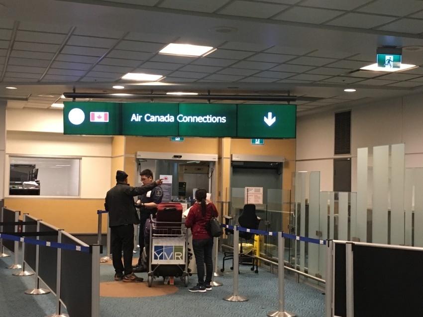 新しくなった バンクーバー空港の国内線乗り継ぎ方法。( 2019年1月現在 )_d0112928_06511525.jpg