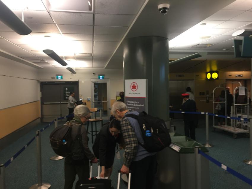 新しくなった バンクーバー空港の国内線乗り継ぎ方法。( 2019年1月現在 )_d0112928_06542917.jpg