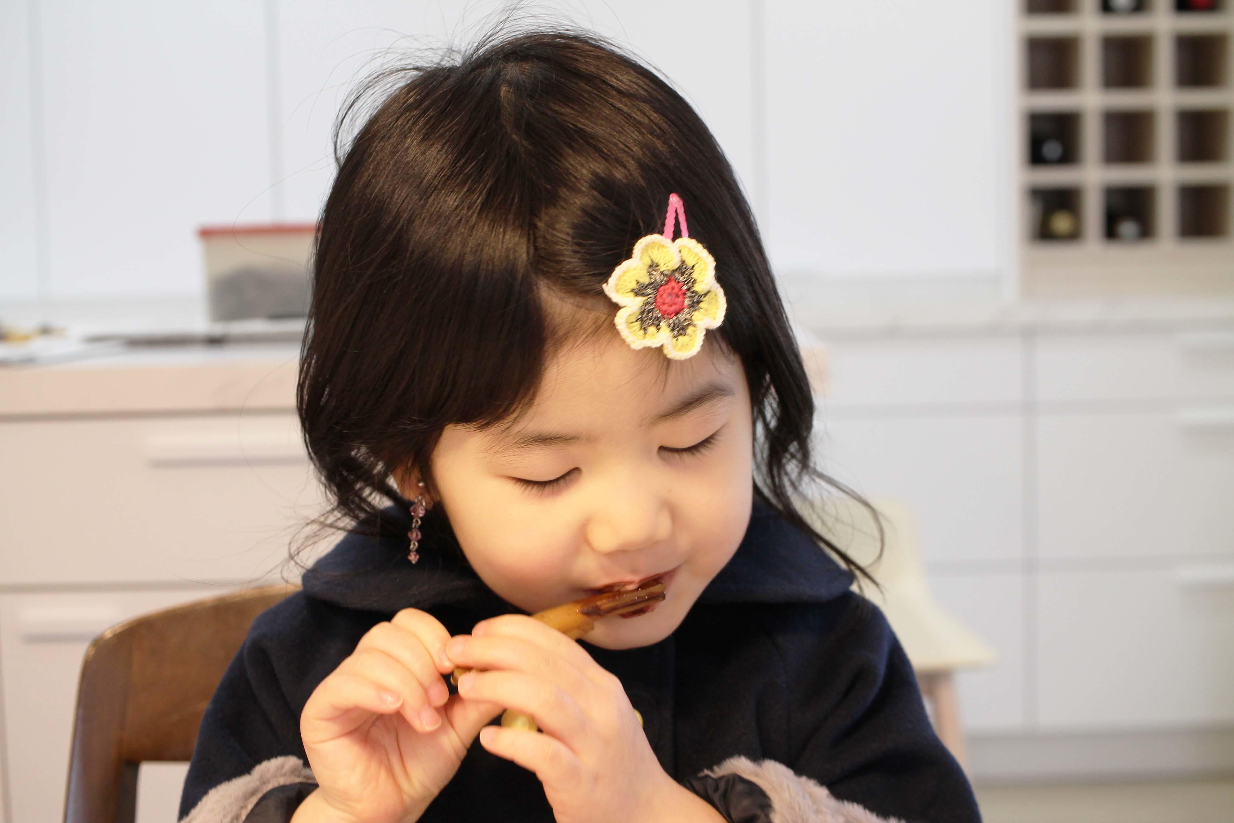干し芋のチョコレートがけ_d0377645_16380053.jpg