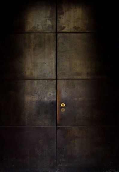 鉄製の扉&壁_d0335577_12061914.jpg