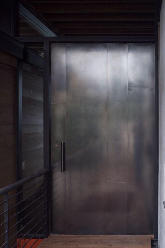 鉄製の扉&壁_d0335577_12075093.jpg