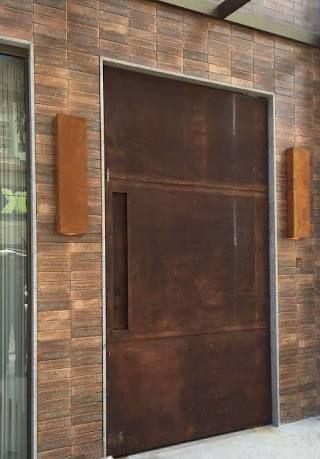 鉄製の扉&壁_d0335577_12080465.jpg