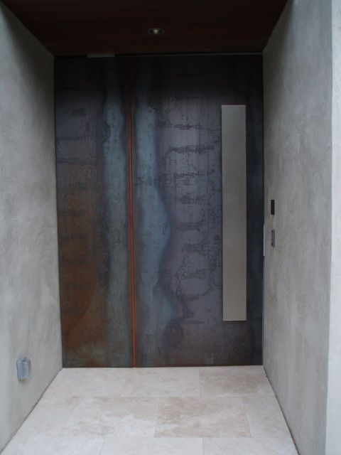 鉄製の扉&壁_d0335577_12082923.jpg
