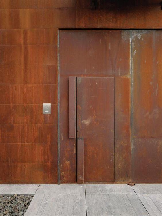 鉄製の扉&壁 【その2】_d0335577_12095399.jpg
