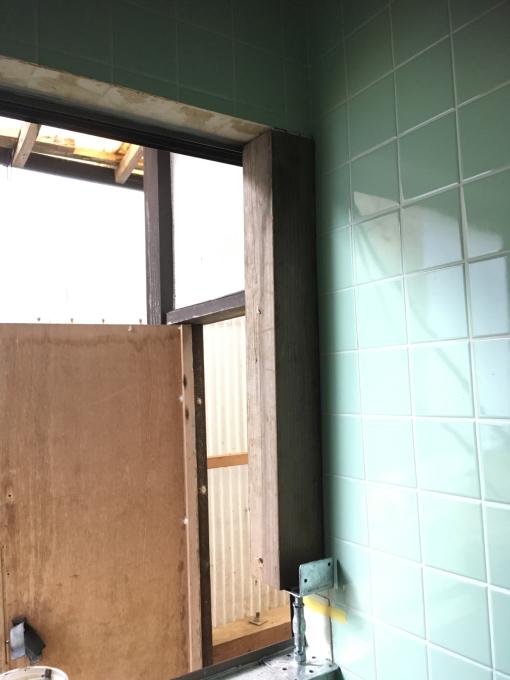 お風呂場その3。タイルを貼っていきます!_f0182246_21241131.jpg