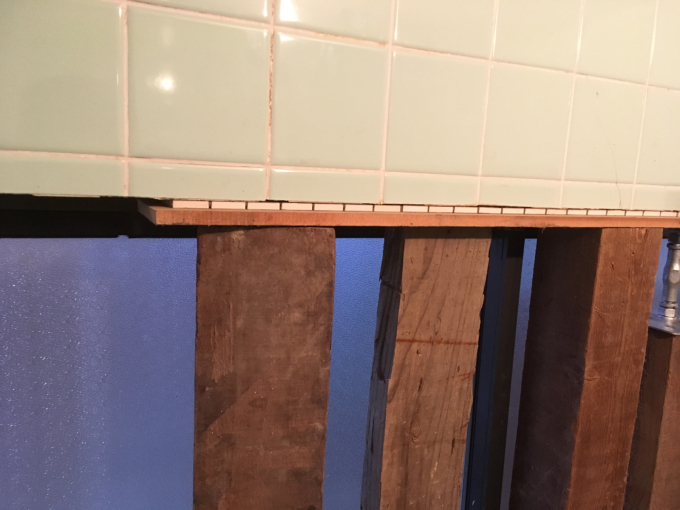お風呂場その3。タイルを貼っていきます!_f0182246_21243247.jpg