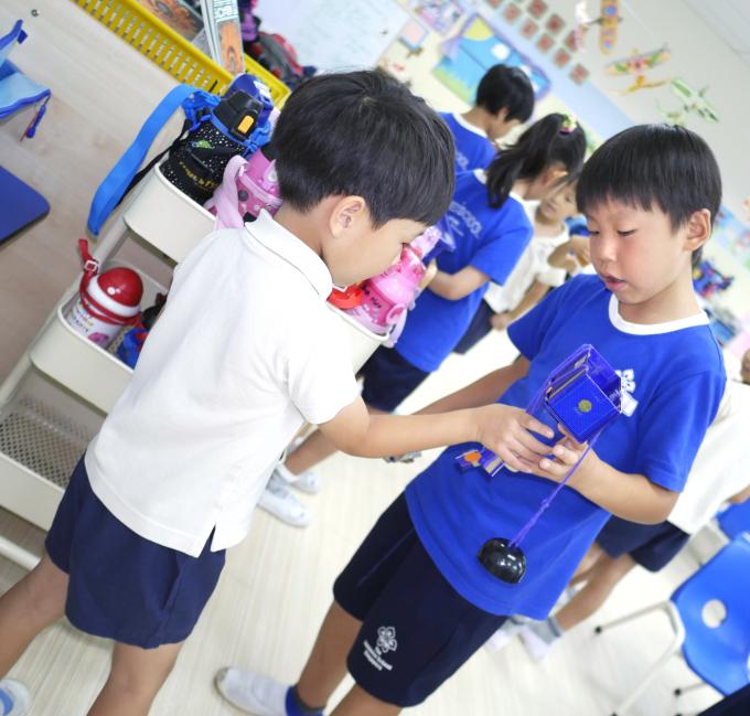 日本人小学校との交流会_a0318155_11390218.jpg