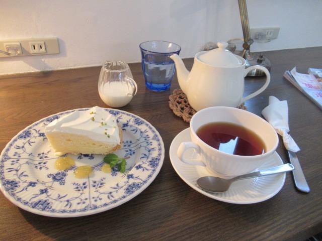 Cafe Patra /カフェ パトラ * 絶品のレモンシフォンパイ & 2月のレモンパフェ♪_f0236260_16450926.jpg