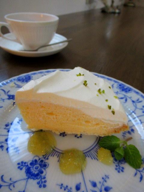 Cafe Patra /カフェ パトラ * 絶品のレモンシフォンパイ & 2月のレモンパフェ♪_f0236260_16474112.jpg