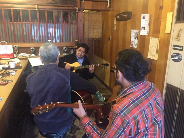 京都から先輩ギタリスト岡本博文さんを迎えて、やんやのギター三昧。_a0334793_15230354.jpg