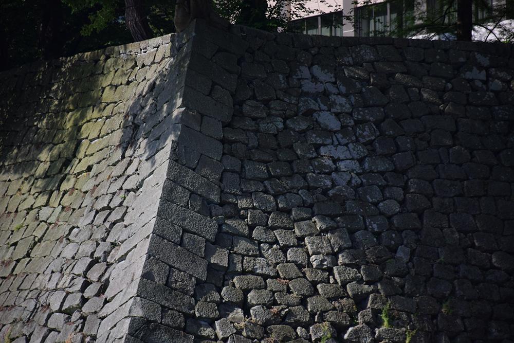 越前松平家の福井城跡を歩く。 その1 ~内堀、石垣~_e0158128_20513293.jpg