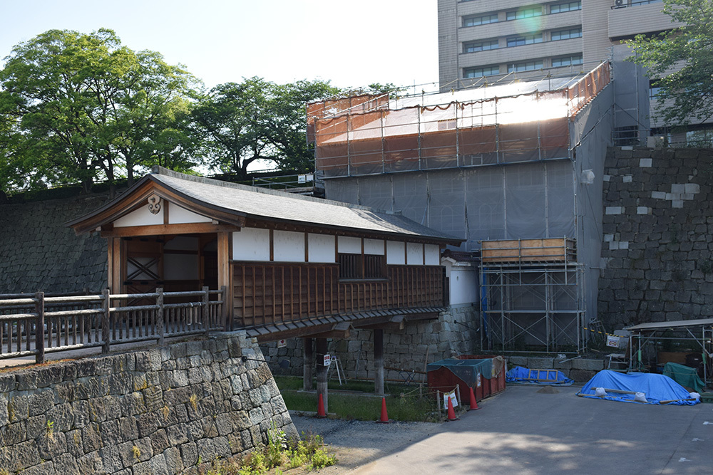 越前松平家の福井城跡を歩く。 その1 ~内堀、石垣~_e0158128_20561618.jpg