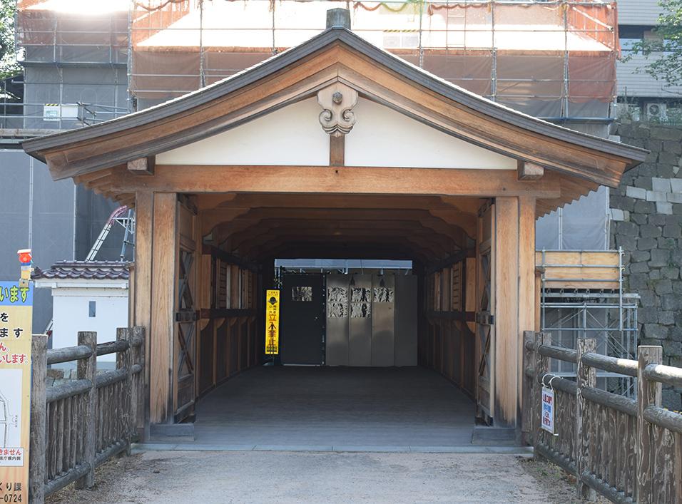 越前松平家の福井城跡を歩く。 その1 ~内堀、石垣~_e0158128_20561937.jpg
