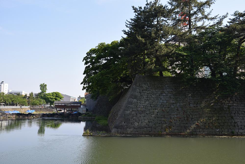 越前松平家の福井城跡を歩く。 その1 ~内堀、石垣~_e0158128_20583045.jpg