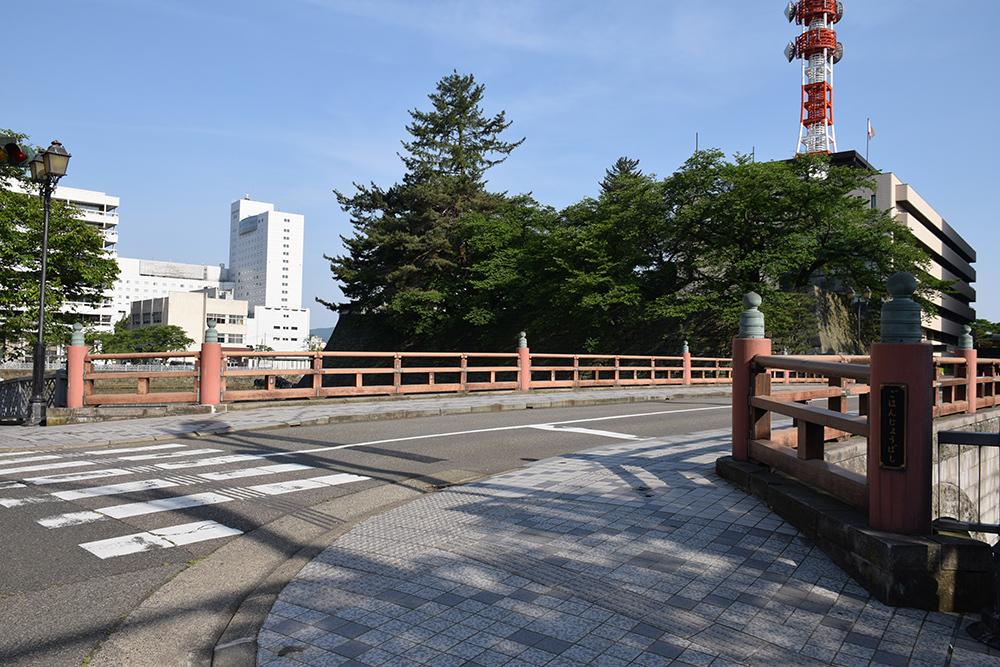 越前松平家の福井城跡を歩く。 その1 ~内堀、石垣~_e0158128_21015628.jpg