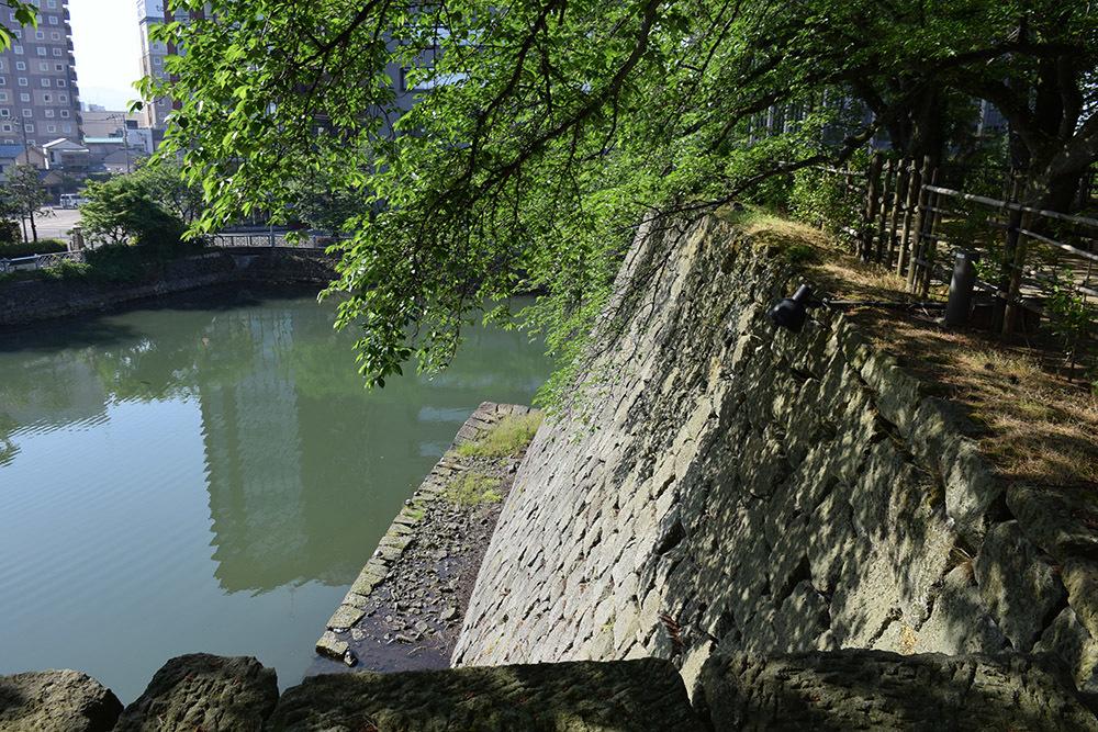 越前松平家の福井城跡を歩く。 その1 ~内堀、石垣~_e0158128_21102743.jpg