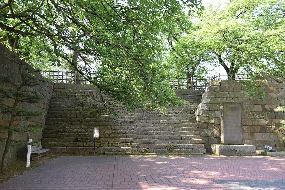 越前松平家の福井城跡を歩く。 その1 ~内堀、石垣~_e0158128_21173978.jpg