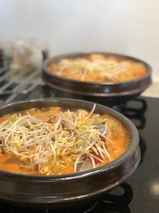 豆もやしたっぷりグツグツ美味しい鍋が出来上がり_b0060363_23452006.jpeg