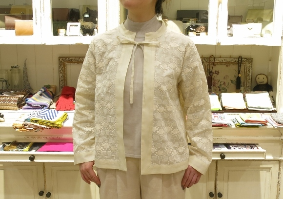 Porter des boutons から、刺繍が美しいシリーズです。_c0227633_14104821.jpg