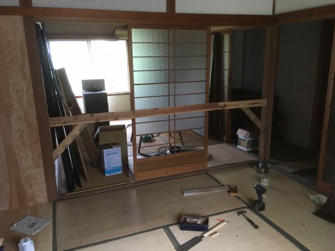 娘の部屋その4。隣の部屋との仕切りを作りました。_f0182246_15041257.jpg
