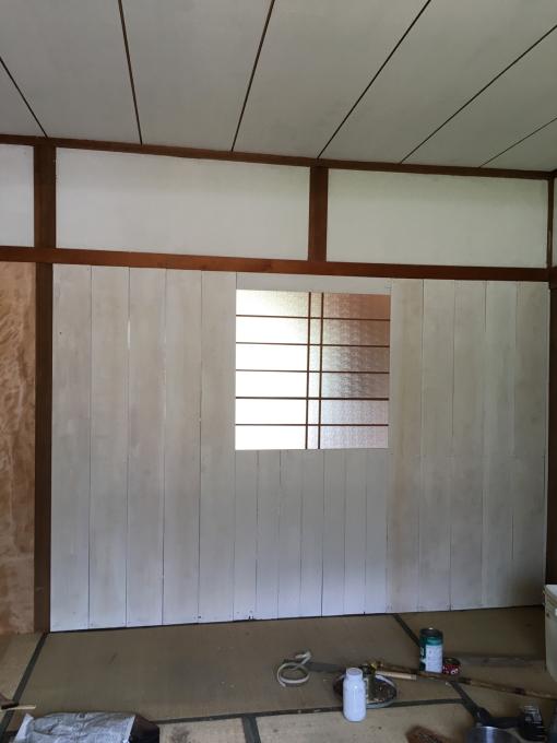 娘の部屋その4。隣の部屋との仕切りを作りました。_f0182246_15044829.jpg