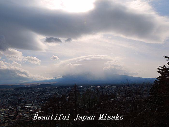 階段が果てしない。。。398段~(-_-)。・・゚・゚☆。。新倉山浅間神社_c0067206_12501844.jpg
