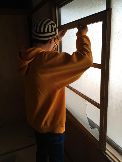 娘の部屋その5。薄いアルミサッシの窓をどうしようか。_f0182246_21004221.jpg