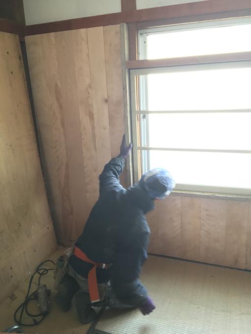 娘の部屋その5。薄いアルミサッシの窓をどうしようか。_f0182246_21040181.jpg