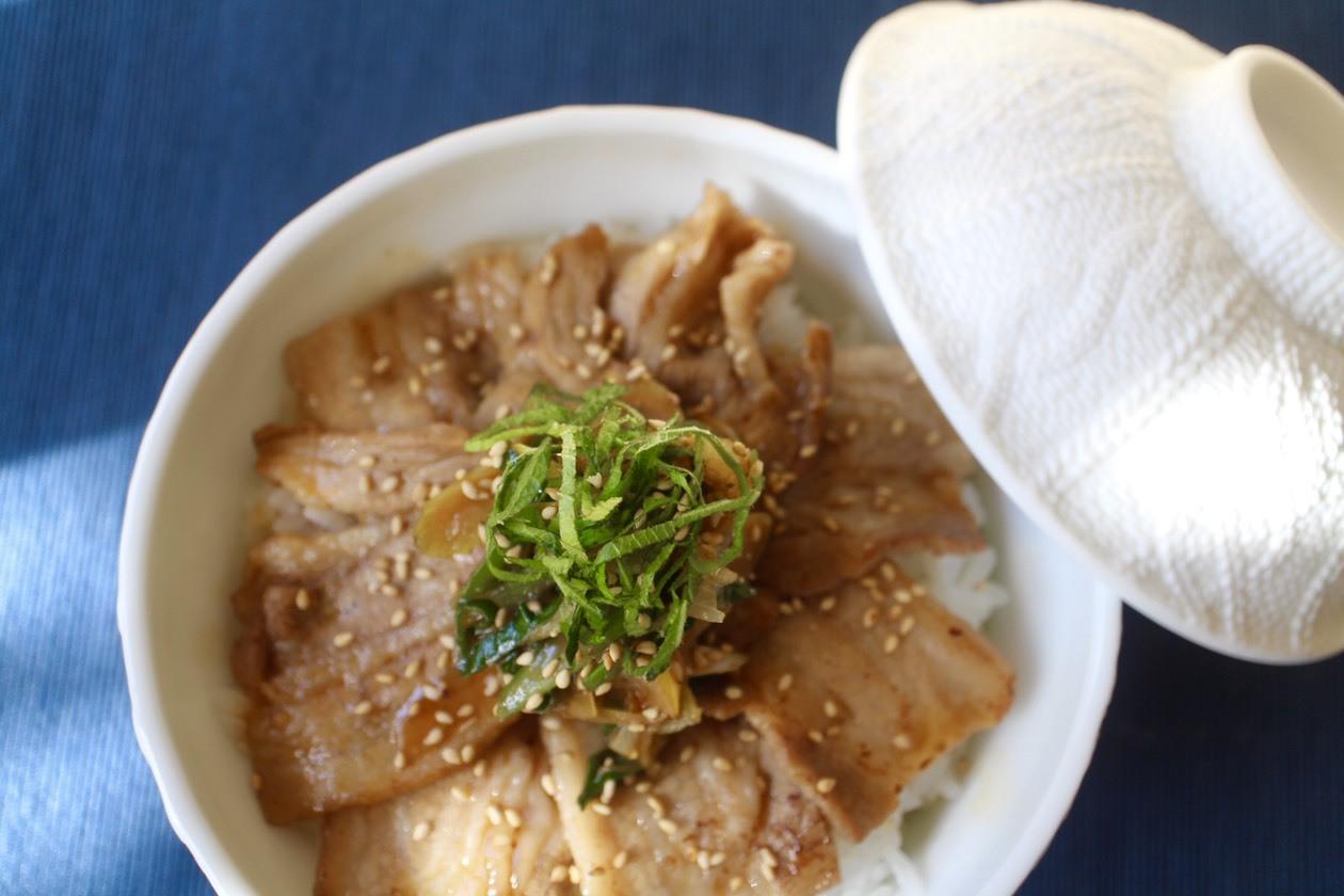 大葉たっぷり豚バラネギ丼_f0220354_08100615.jpeg