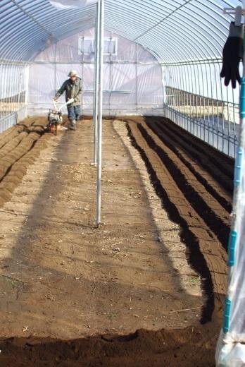 春一番の耕起が始まる。_c0110869_12010678.jpg