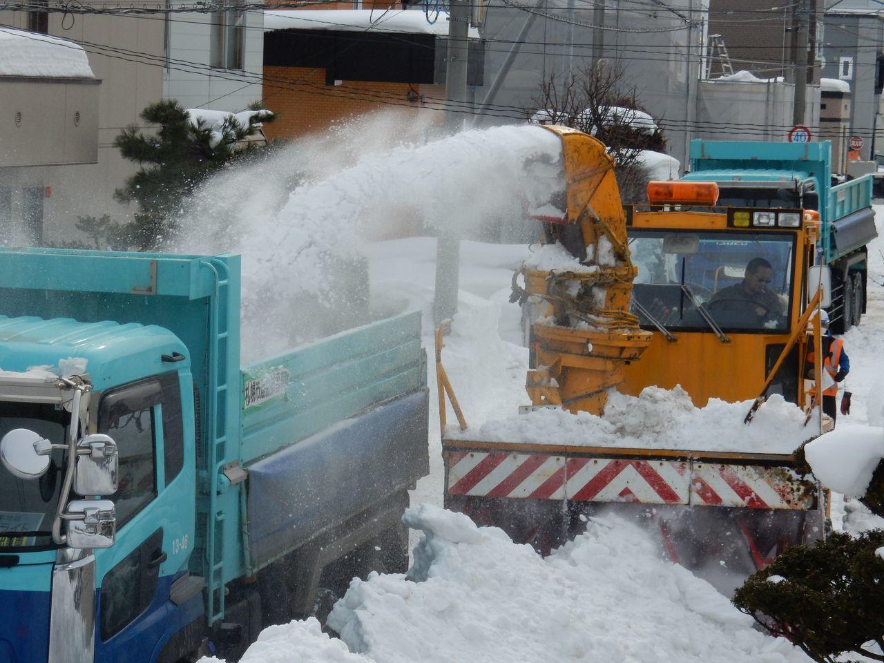 ようやく排雪チューズデー_c0025115_22024386.jpg