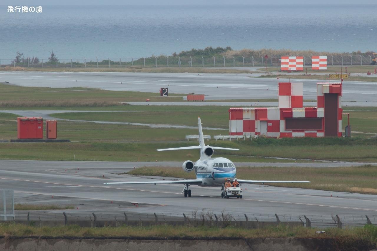 小さな3発機は格納庫へ  Falcon 900  海上保安庁_b0313338_01080422.jpg