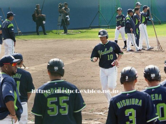 荒木貴裕選手2019沖縄キャンプ(動画2)_e0222575_15461467.jpg