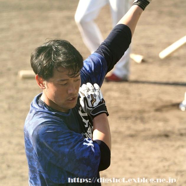 荒木貴裕選手2019沖縄キャンプ(動画2)_e0222575_16252396.jpg