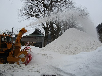 大祭雪不足~雪搬入_b0092684_15092623.jpg