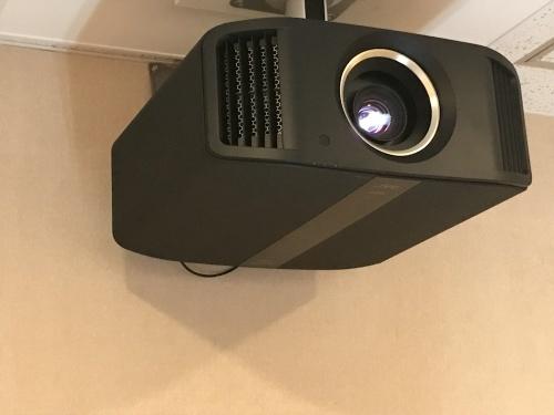 新製品JVC DLA-V7入荷!_c0113001_19091798.jpg