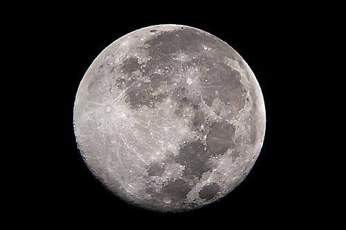 昨日が満月で「スーパームーン」だったのだが、伊勢志摩は生憎の曇天!徹夜の内職があったので時折、空を_b0169522_23011703.jpg