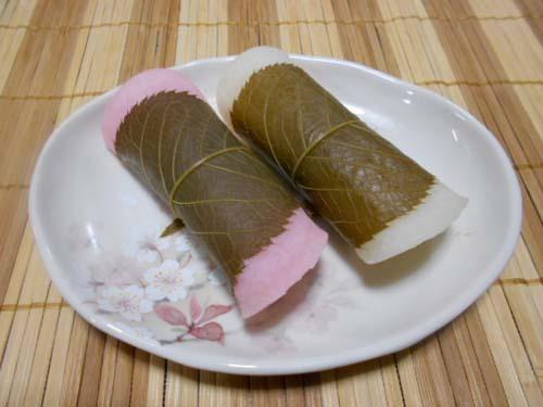 寒麹(かんこうじ)でふわふわヒレカツ&桜餅_f0019498_20024386.jpg