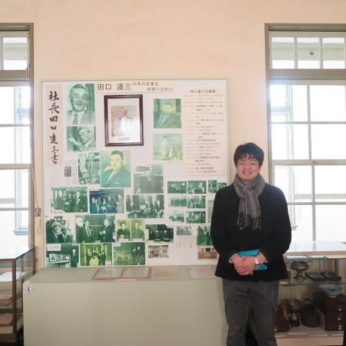 物質化学工学専攻博士前期2年、田中 隆馬君が3人と一緒に重文本館を見学_c0075701_15221350.jpg