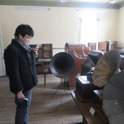 物質化学工学専攻博士前期2年、田中 隆馬君が3人と一緒に重文本館を見学_c0075701_15223202.jpg