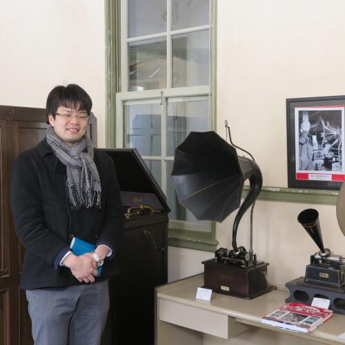 物質化学工学専攻博士前期2年、田中 隆馬君が3人と一緒に重文本館を見学_c0075701_15224057.jpg