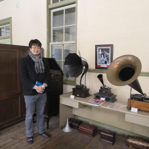 物質化学工学専攻博士前期2年、田中 隆馬君が3人と一緒に重文本館を見学_c0075701_15224404.jpg