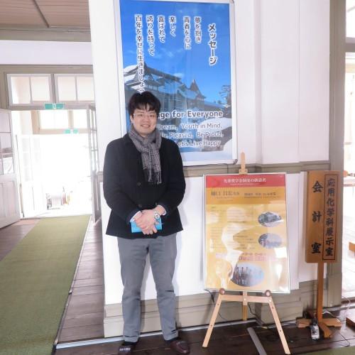 物質化学工学専攻博士前期2年、田中 隆馬君が3人と一緒に重文本館を見学_c0075701_15235087.jpg
