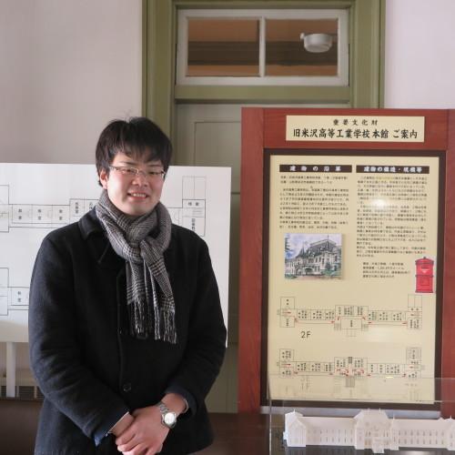物質化学工学専攻博士前期2年、田中 隆馬君が3人と一緒に重文本館を見学_c0075701_15242506.jpg