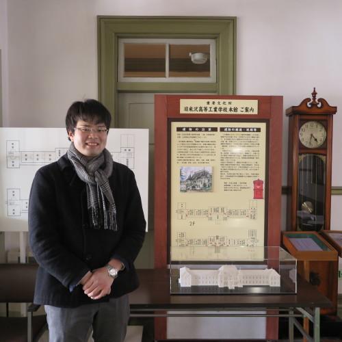 物質化学工学専攻博士前期2年、田中 隆馬君が3人と一緒に重文本館を見学_c0075701_15250048.jpg