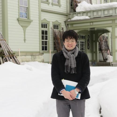 物質化学工学専攻博士前期2年、田中 隆馬君が3人と一緒に重文本館を見学_c0075701_15394300.jpg