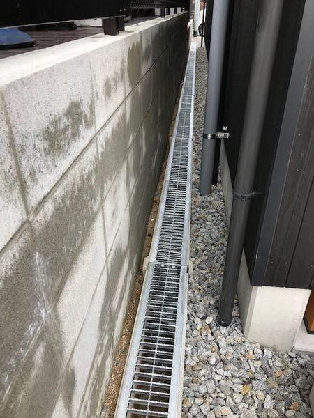 敷地内側溝にグレーチング。_b0131012_18544451.jpg