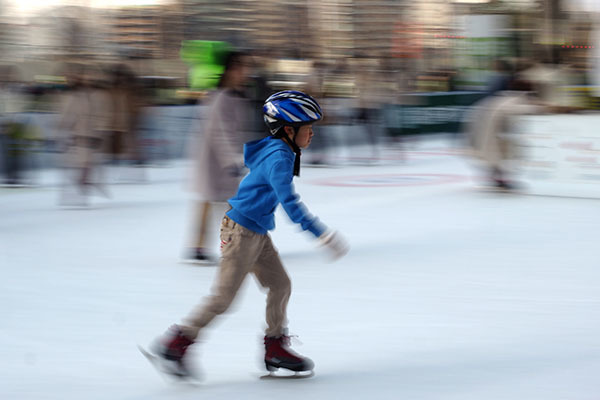駅前でアイススケートは乙ですね~_e0022047_20213484.jpg
