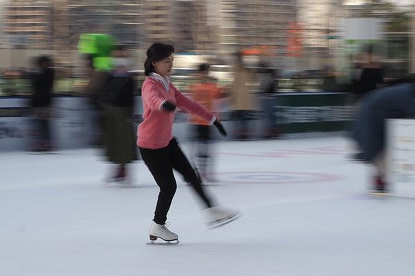 駅前でアイススケートは乙ですね~_e0022047_20214648.jpg