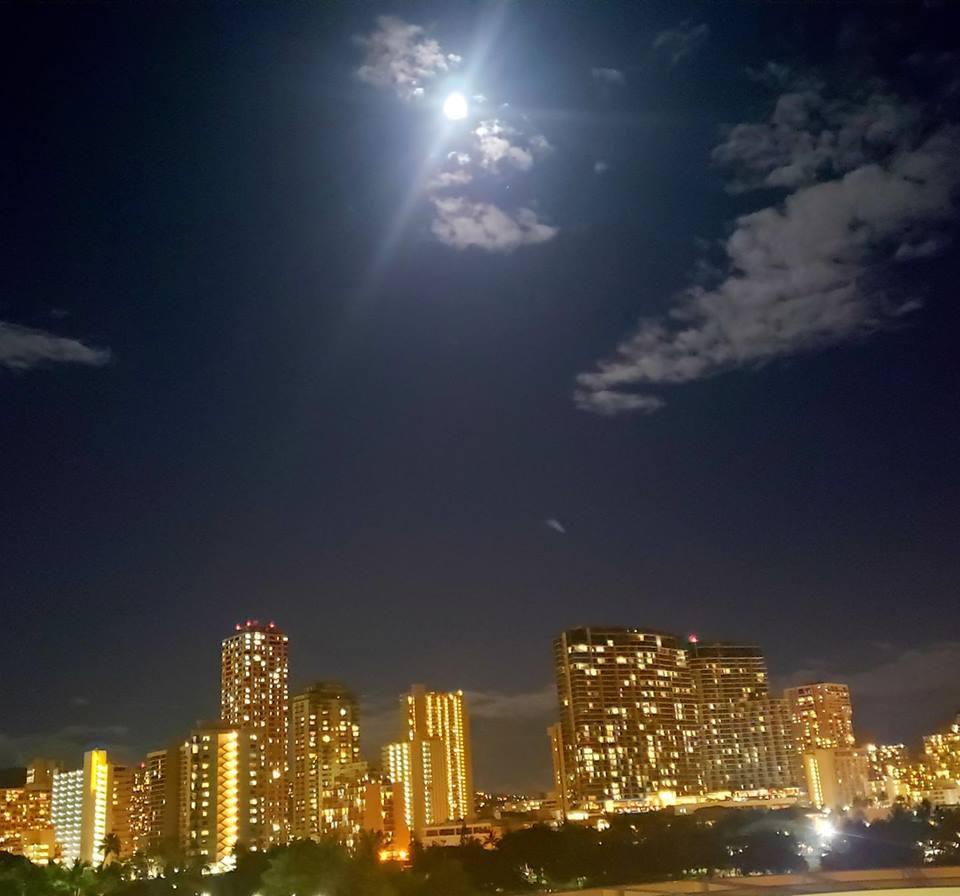 愛媛丸の碑に手を合わせて、ハワイでの全ての予定を終了しました。_c0186691_10221096.jpg
